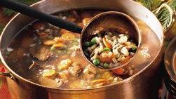 Suculenta sopa de carne y cebada