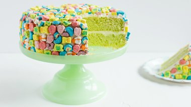 Lucky Charms™ Cake