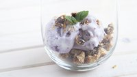 Blueberry Streusel Frozen Yogurt Parfait