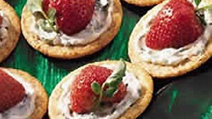 Strawberries and Watercress on Wheat Crackers for 12 To 16