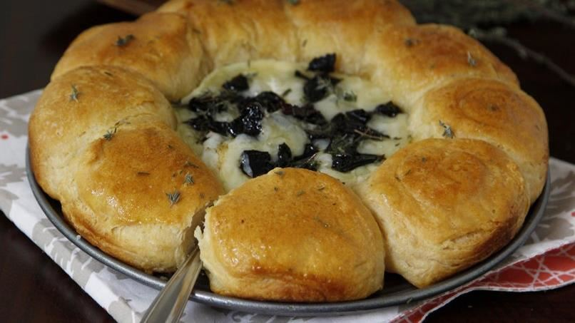 Easy Baked Brie Bowl