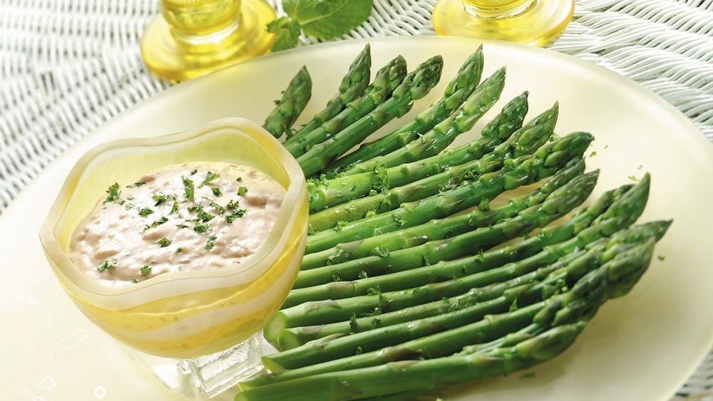 Asparagus Crudités with Creamy Romesco Dip