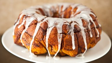 Cream Cheese Cinnamon Roll Monkey Bread