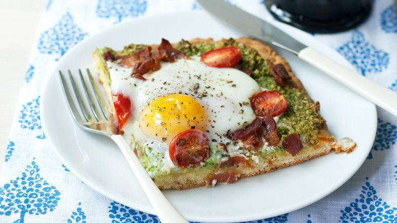 BLT Breakfast Pizza