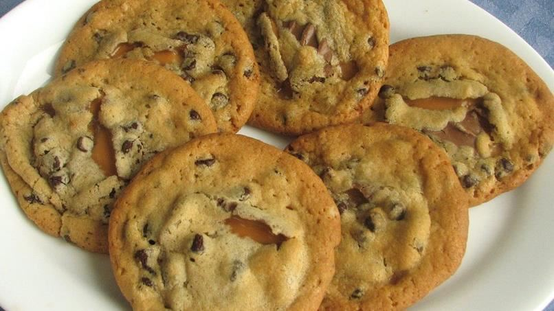 Gooey Caramel-Filled Chocolate Chip Cookies