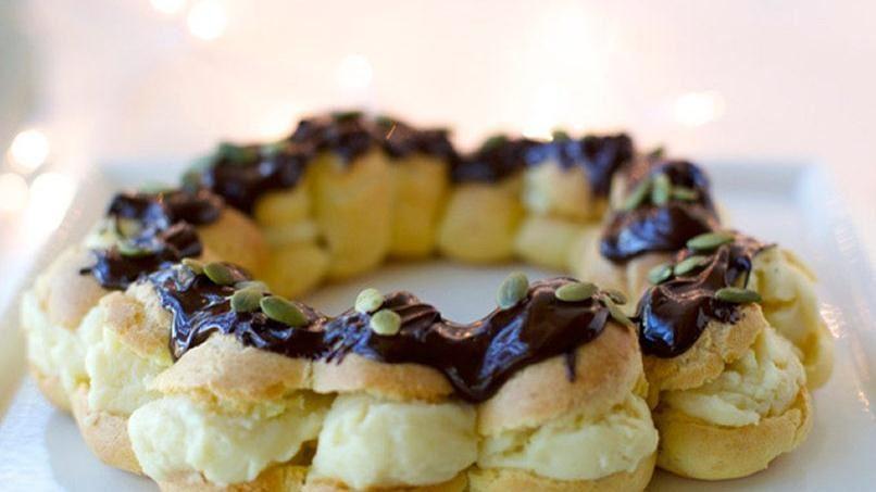 Rosca de Reyes de Profiteroles y Crema Pastelera
