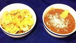 Chips de Plátanos y Salsa de Frijoles Negros