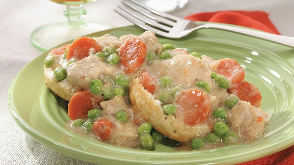 Slow-Cooked Smothered Buttermilk Chicken with Peas over Biscuits