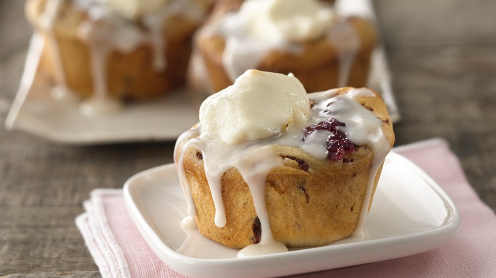 Creamy Fruit and Nut Cinnamon Roll Cups
