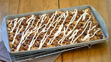 Turtle Cheesecake Cereal Nachos