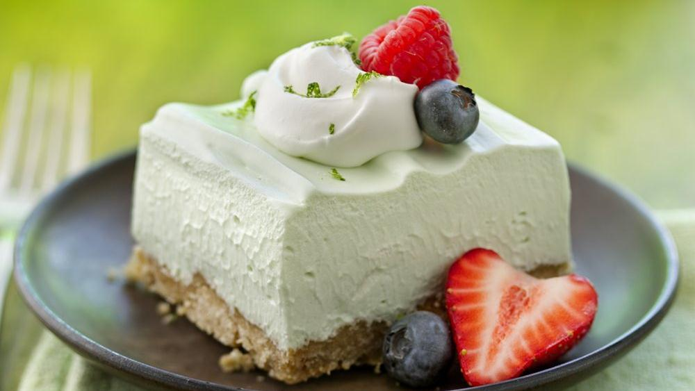 Jello Dessert Recipes Light Dessert Recipes Potluck Desserts Dessert Salads Jello Salads Salad Recipes Delicious Desserts Light Desserts Fruit Salads Forward This Strawberry Fluff Cottage Cheese Salad is a lovely light and fruity dish for Easter, springtime, or summer.